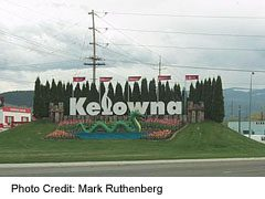 Welcome to Kelowna sign from north