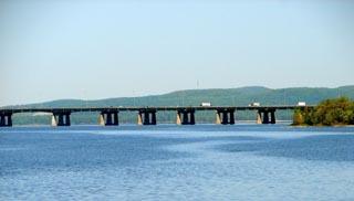 Île aux Tourtes Bridge over Ottawa River