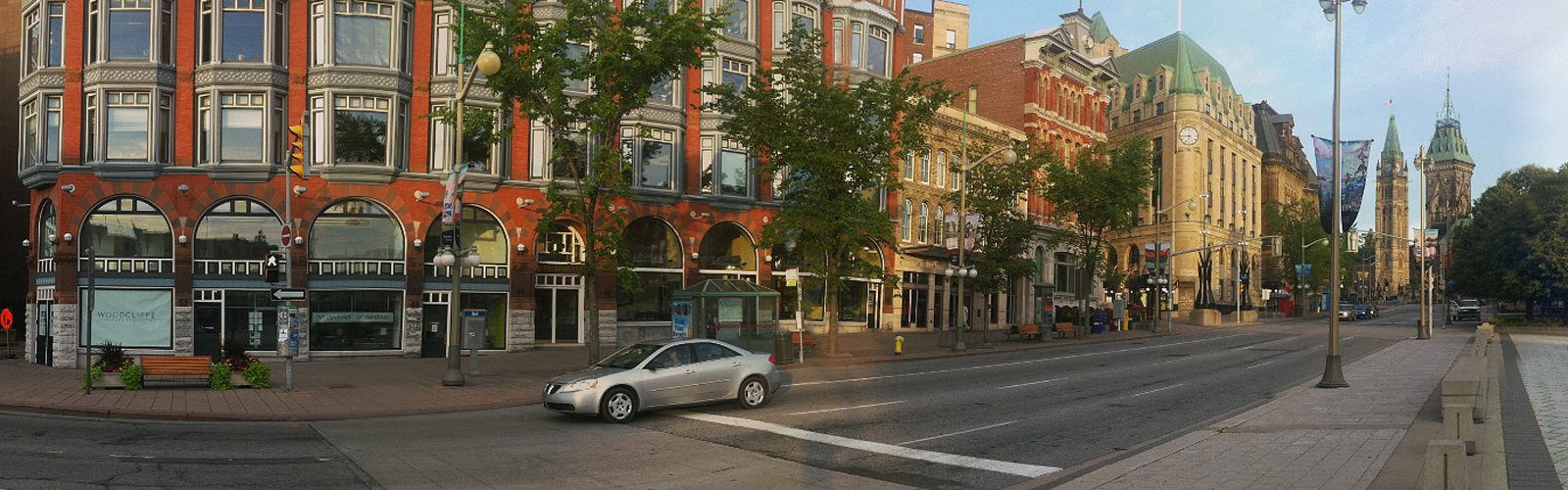 Ottawa - Elgin Street at the War Memorial (Mark Ruthenberg)