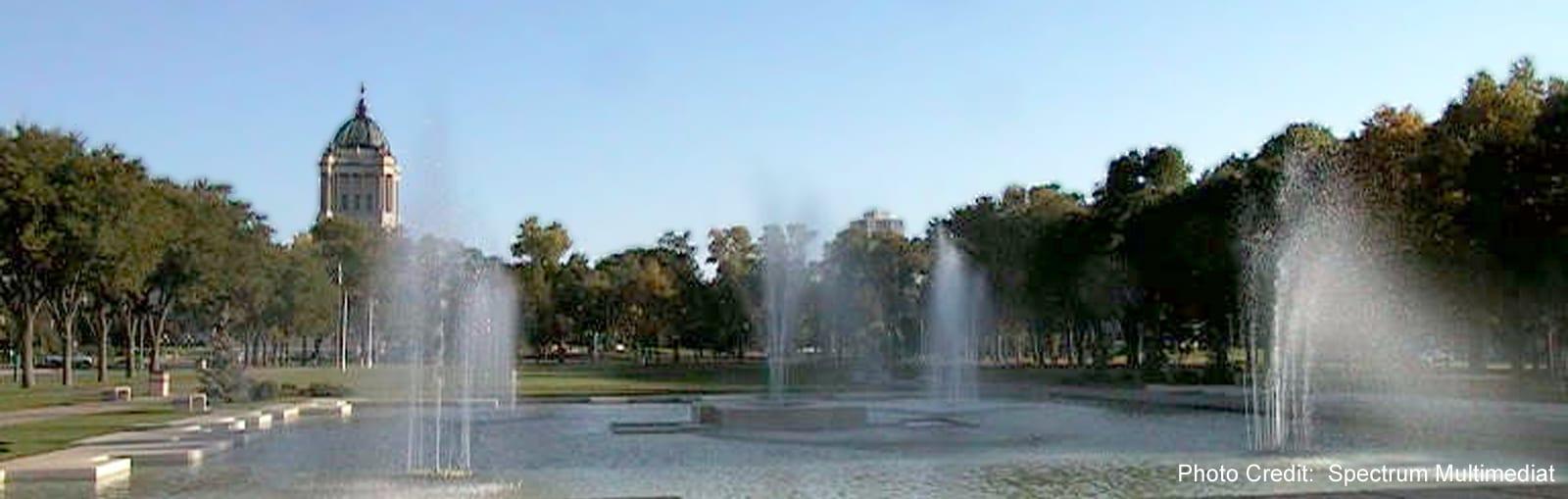 Winnipeg - Manitoba Legislature and fountains - sliver (Spectrum Multimedia)