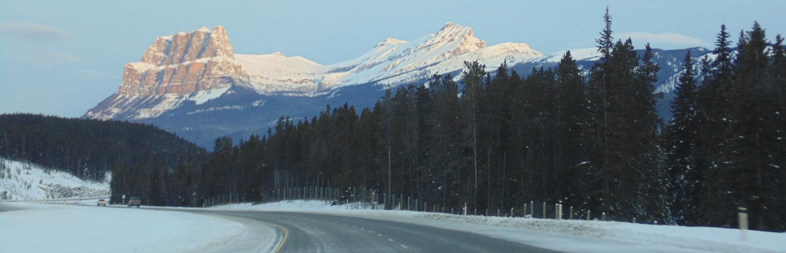 Lake Louise -Castle Mountain in wintertime -sliver