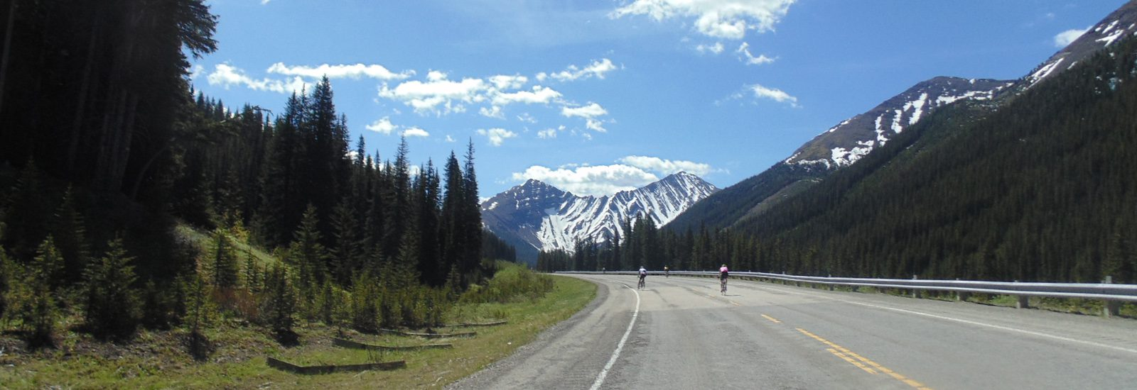 Cyclists on the Highwood Pass